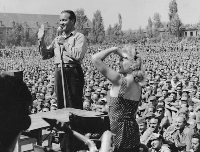 Gale Robbins and Bob Hope
