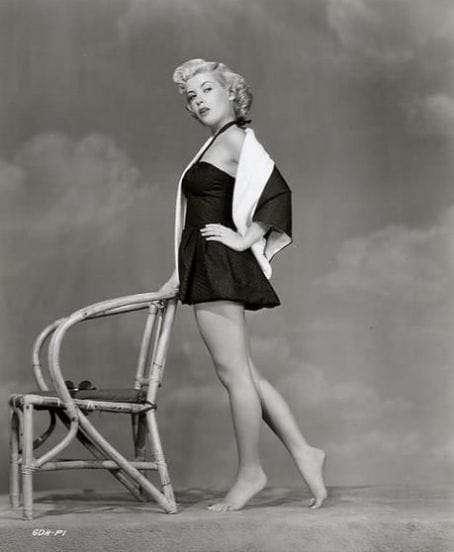 Gloria DeHaven Gorgeous Legs Pin UP