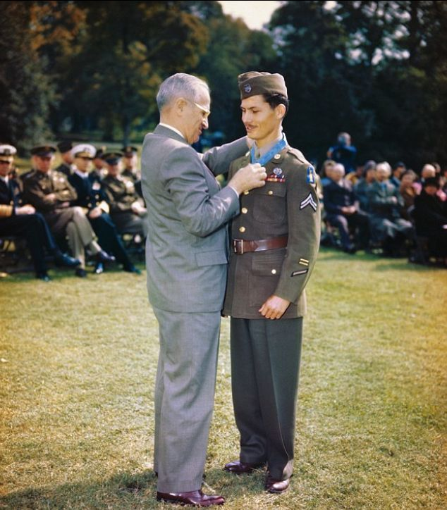 Doss receiving the Medal of Honor from President Truman on October 12, 1945